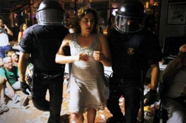 Ada Colau pendant l'occupation d'une banque. © AP